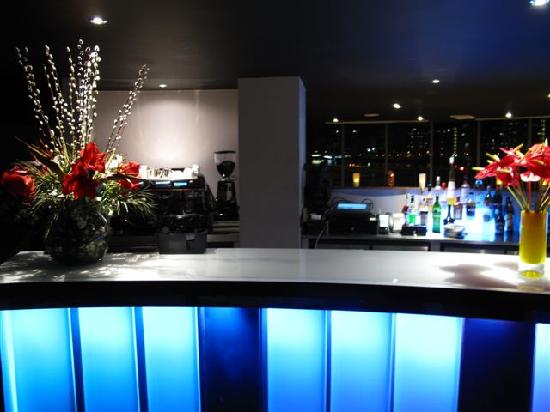 Rafayel on the Left Bank - Hotel & Spa: Crystal Bar on the Thames