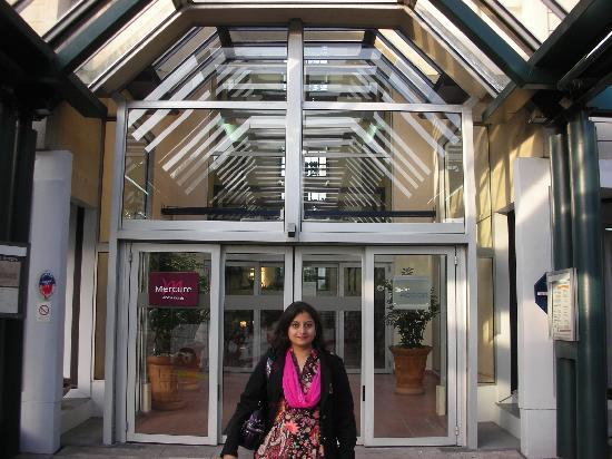 At the entrance of mercure picture of mercure paris porte de versailles expo vanves tripadvisor - Hotels near paris expo porte de versailles ...
