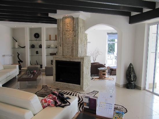 Villa Afrikana Guest Suites: great lounge