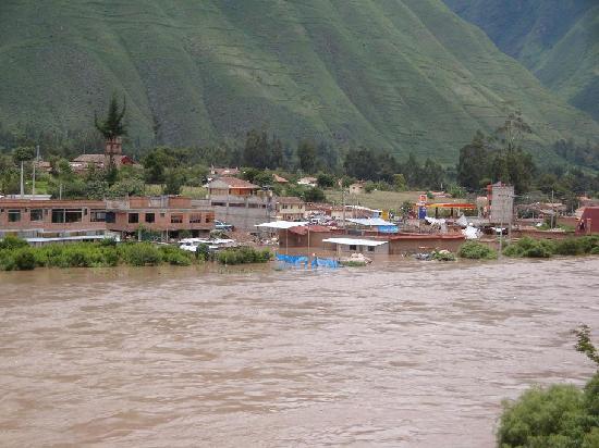 Cuzco, Perú: Lots of water in Urubamba river