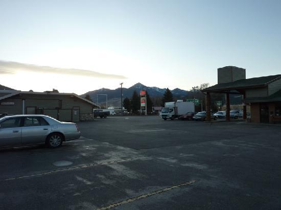 Rodeway Inn Livingston: Vista general con el salón comedor a la izquierda