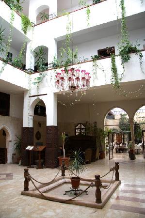 Orient House : stile locale