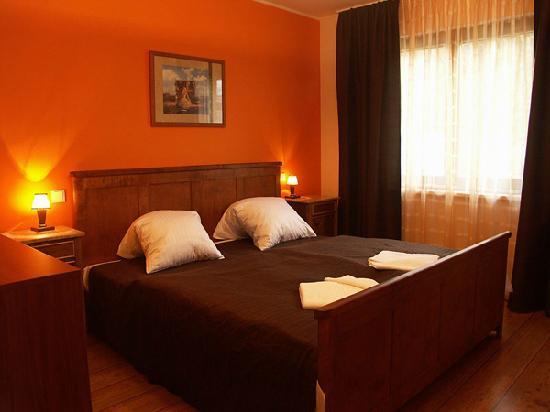 Hotel Forrest: hotel room