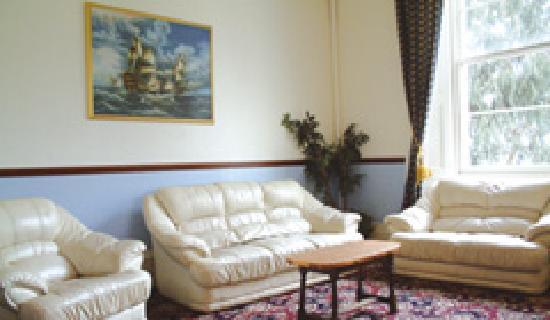 Inglewood Hotel: lounge