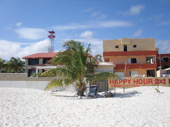 Hotel Ojo De Agua: Hotel from the beach