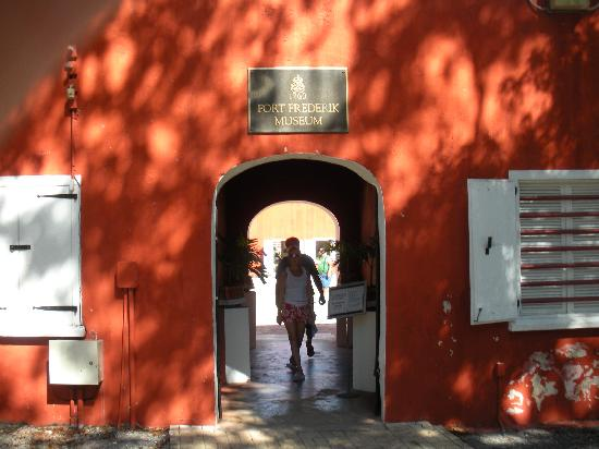 Fort Frederik: Entrance to the fort