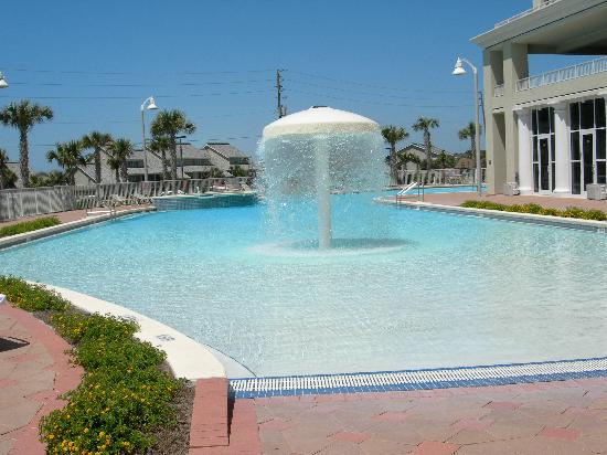 Ariel Dunes at Seascape Resort: Zero depth entry pool with fountains