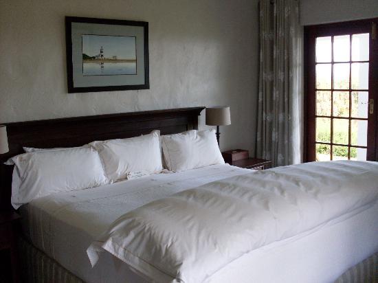 Fynbos Ridge Country House & Cottages: Aristea cottage bedroom 1
