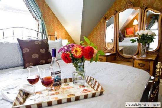 C'est La Vie Inn: Matisse Room