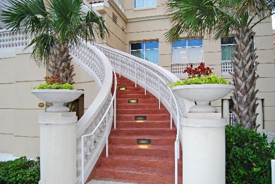 Marriott's OceanWatch Villas at Grande Dunes: Stairway to main building from pool area