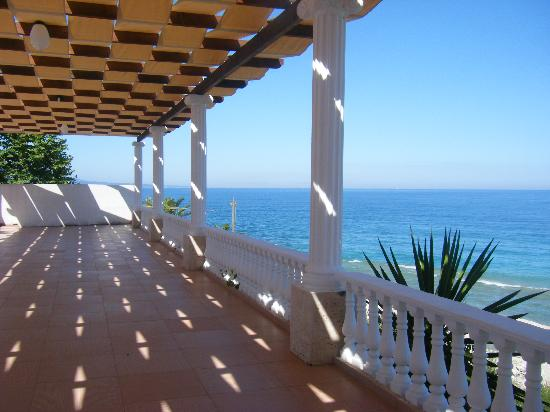 Hotel Harmonia : The outside area overlooking the bay.