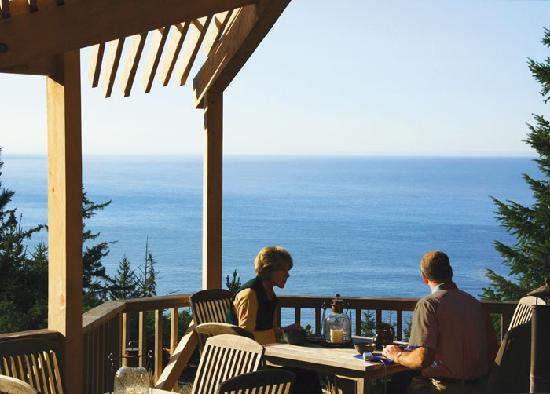 WildSpring Guest Habitat: Enjoy our complimentary breakfast buffet overlooking the ocean