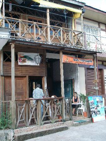 Livingston, Guatemala: The little restaurant out the front of the Rios Tropicale