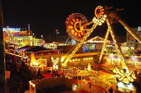 "Neues Museum Weserburg Bremen: ""pasar malam"" during October festival di Bremen n close to X-mas, just on the weekend,,,"