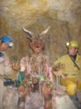 Potosi, Bolivia: le demon des mines (el Tio), un 'Dieu' a qui il faut faire des offrandes