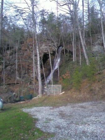 Young Harris, GA: This is Wolf Creek Falls its a 80ft waterfall located near the Old Plott Town Settlement