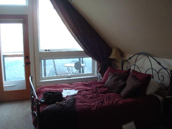 Chehalem Ridge Bed and Breakfast: our room