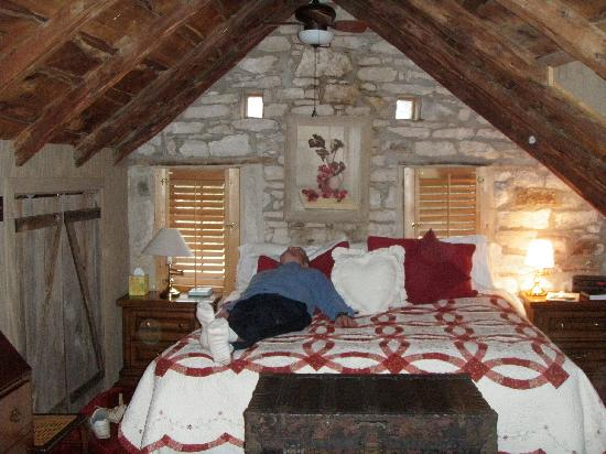 Historic Kuebler Waldrip Haus Bed and Breakfast: The attic room