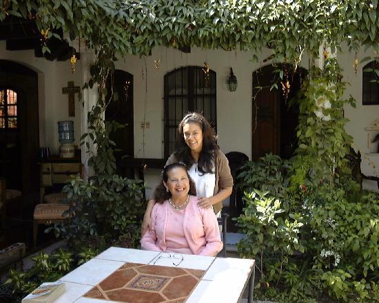 La Villa Serena: The proprietor and her daughter in the garden