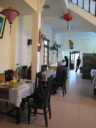 Hai Au Boutique hotel and spa: Adjacent restaurant where breakfast is served