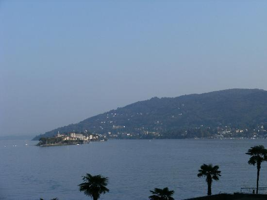 Baveno, Italie : View of the lake from the terrace
