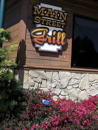 Main Street Grill: Oh man, this is thebest place to eat in the world..no joke guys!