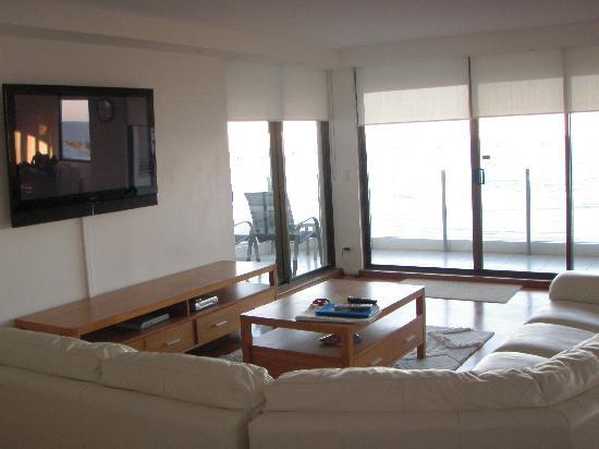Dorchester on the Beach: The lounge room