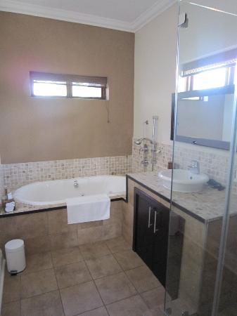 Manor 38: The bathroom