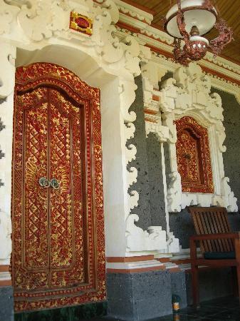 Sukun Bali Cottages: Nice door!
