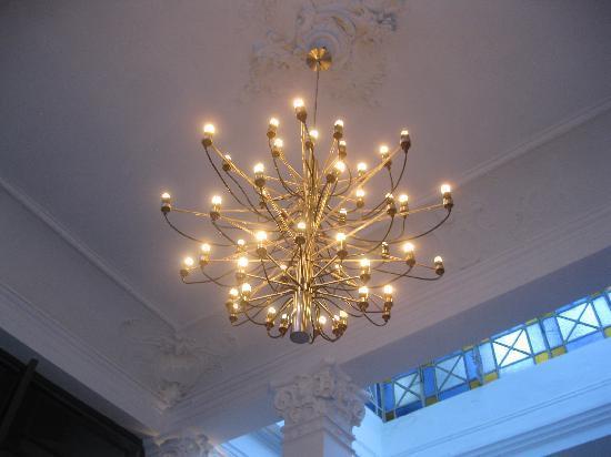 Hotel Plaza Fuerte: Reparem a riqueza dos detalhes: desde o lustre, as colunas e a clarabóia...