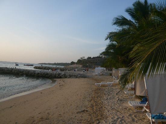 Royal Decameron Barú: Resort beach