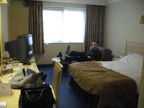 Ramada London Finchley : room