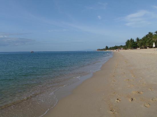 Lamai Beach : 朝のビーチは人も少ない。