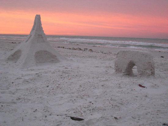 ماركو بيتش أوشن ريزورت: sand art