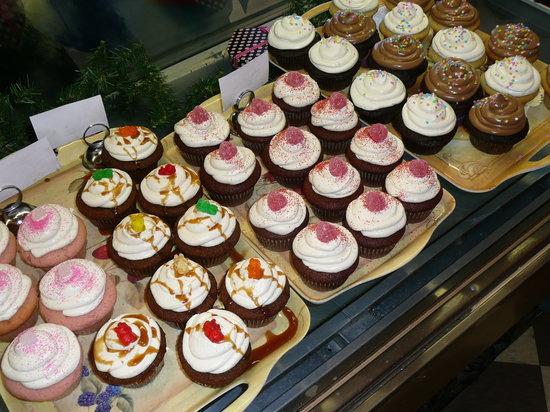 Sugar Pine Bake Shop: cupcakes!