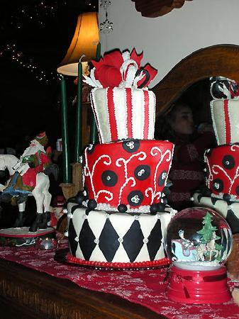 Sugar Pine Bake Shop: topsy turvy cake