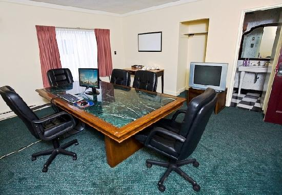 Howard Johnson Plaza Hotel Windsor: Our Business Centre