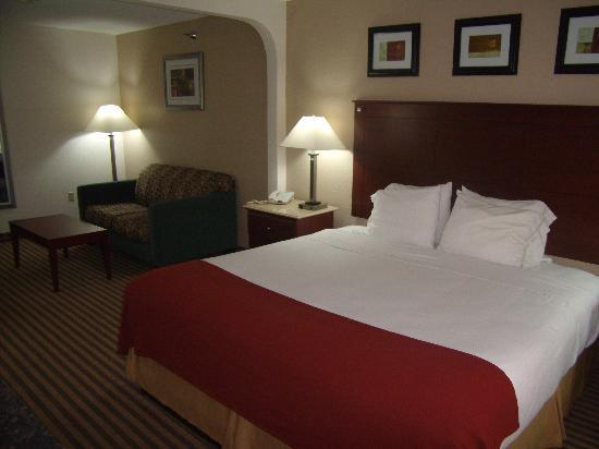 Holiday Inn Express Three Rivers: Business Suite with a King bed and seating area