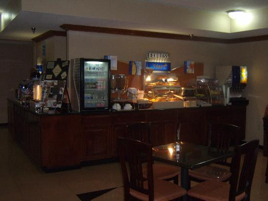 Holiday Inn Express Three Rivers: Hot, continental breakfast served daily