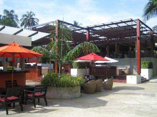 Novotel Phuket Surin Beach Resort. : outside, view to breakfast zone