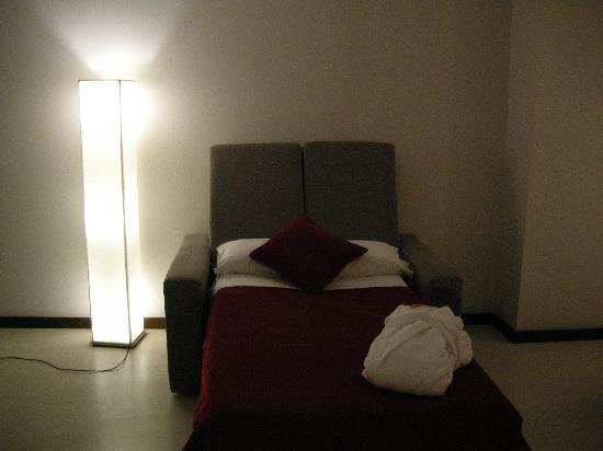 Hotel Ciutat de Girona: The dreaded squeaky sofa bed!