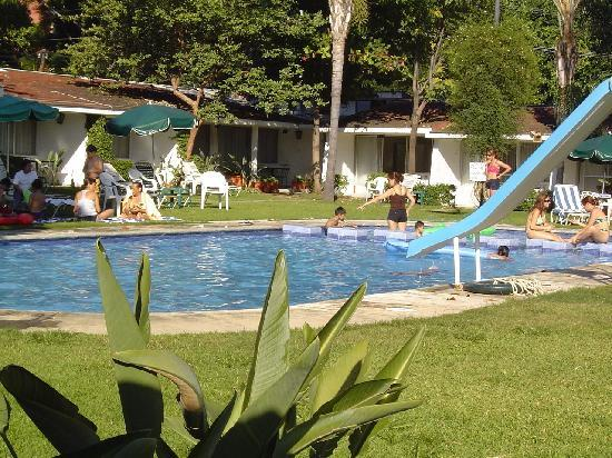 Hotel Jacarandas: Alberca con chapoteadero super padre