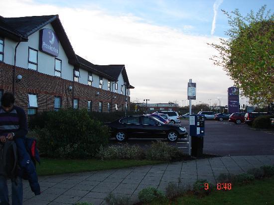 Premier Inn Hatfield Hotel: Parking