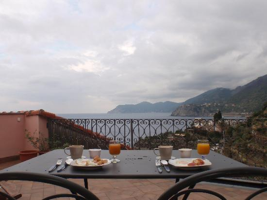 Alla Porta Rossa: breakfast on the balcony