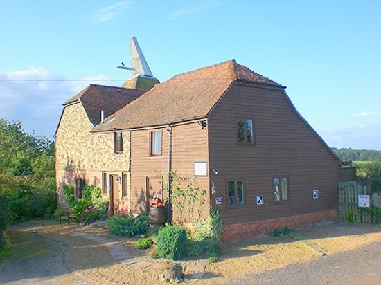 Hallwood Farm Oast House B & B: Hallwood Farm Oast Bed and Breakfast