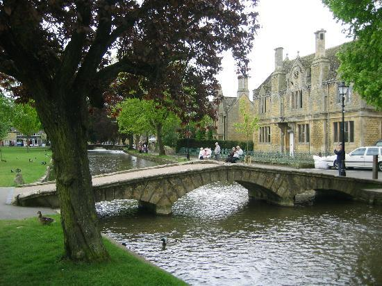 Cotswolds, UK: Bourton-on-the-Water