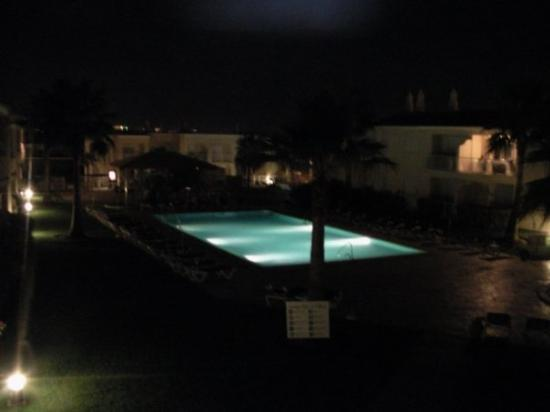 Jardins Vale de Parra: The view from our balcony - the pool at night