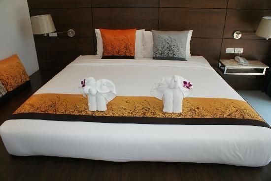 Aree Tara Resort: Cute elephants
