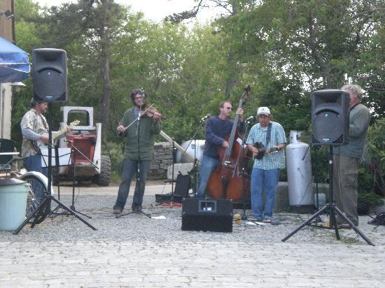 Nantucket, MA: Swinging bluegrass band
