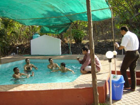 Sarve Huts : Enjoying in Family Pool
